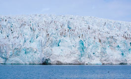 Παγετώνας που συναντά τον ωκεανό Svalbard στη Νορβηγία Στοκ φωτογραφίες με δικαίωμα ελεύθερης χρήσης