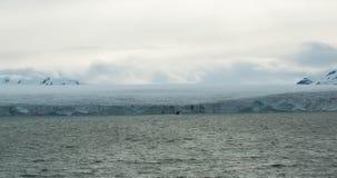 Παγετώνας που συναντά τον ωκεανό Svalbard στη Νορβηγία Στοκ φωτογραφία με δικαίωμα ελεύθερης χρήσης