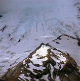 Παγετώνας Emmons και προώθηση της θύελλας από το ίχνος πλαισίων ανατολής, ΑΜ Πιό βροχερό εθνικό πάρκο, Ουάσιγκτον στοκ φωτογραφία