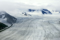 Παγετώνες και βουνά στα σύννεφα, εθνικό πάρκο Kluane, Yukon Στοκ φωτογραφίες με δικαίωμα ελεύθερης χρήσης
