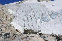 Παγετώνες του βουνού ουράνιων τόξων Στοκ εικόνα με δικαίωμα ελεύθερης χρήσης