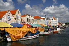 Παγκοσμίως διάσημη να επιπλεύσει αγορά στο Κουρασάο Στοκ Φωτογραφία