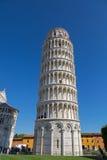 Παγκοσμίως διάσημος κλίνοντας πύργος της Πίζας (Di Πίζα Torre pendente), μπελ Στοκ Φωτογραφίες