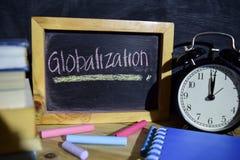 Παγκοσμιοποίηση ζωηρόχρωμο σε χειρόγραφο φράσης στον πίνακα στοκ εικόνα με δικαίωμα ελεύθερης χρήσης