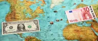 Παγκόσμια χρήματα, παγκόσμιος χάρτης, μεταφορά χρημάτων Στοκ Φωτογραφίες