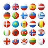 Παγκόσμιες σημαίες γύρω από τα διακριτικά, μαγνήτες Ευρώπη Στοκ Εικόνες