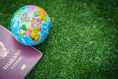 Παγκόσμιοι χάρτης και διαβατήριο Στοκ εικόνα με δικαίωμα ελεύθερης χρήσης