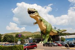 Παγκόσμιος μεγαλύτερος δεινόσαυρος σε Drumheller, Καναδάς Στοκ εικόνα με δικαίωμα ελεύθερης χρήσης