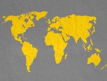 Παγκόσμιος χάρτης στον καφετή τοίχο Στοκ Φωτογραφίες