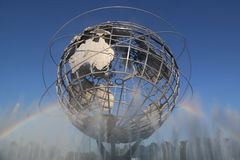 1964 παγκόσμιο δίκαιο Unisphere της Νέας Υόρκης στο ξέπλυμα του πάρκου λιβαδιών Στοκ φωτογραφίες με δικαίωμα ελεύθερης χρήσης