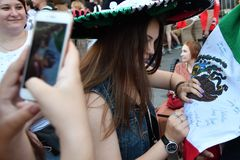 Παγκόσμιο Κύπελλο 2018, οπαδοί ποδοσφαίρου στις οδούς της Μόσχας στοκ εικόνες με δικαίωμα ελεύθερης χρήσης