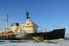 Παγοθραύστης Sampo στο λιμάνι της Kemi έτοιμο για τη μοναδική κρουαζιέρα στην παγωμένη θάλασσα της Βαλτικής Στοκ εικόνα με δικαίωμα ελεύθερης χρήσης
