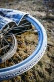 Παγωμένα ελαστικά αυτοκινήτου ποδηλάτων Στοκ Εικόνα