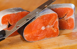 Παγωμένα κόκκινα κομμάτια των κόκκινων ψαριών Τρόφιμα λιχουδιών Στοκ Εικόνες