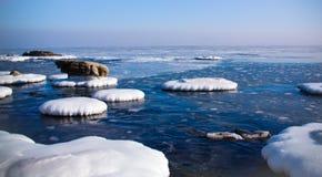Παγωμένα νησιά του Ειρηνικού Ωκεανού το χειμώνα Στοκ Εικόνα