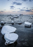 Παγωμένες πέτρες στην ανατολή Στοκ φωτογραφία με δικαίωμα ελεύθερης χρήσης