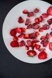 Παγωμένες φράουλες περικοπών Στοκ φωτογραφίες με δικαίωμα ελεύθερης χρήσης