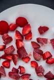 Παγωμένες φράουλες περικοπών Στοκ Εικόνα