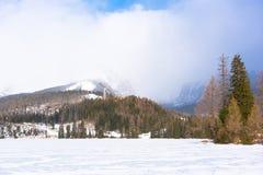 Παγωμένη λίμνη σε Strbskie Pleso, Σλοβακία Στοκ εικόνα με δικαίωμα ελεύθερης χρήσης