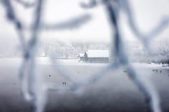 Παγωμένη λίμνη boathouse Στοκ εικόνες με δικαίωμα ελεύθερης χρήσης