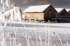 Παγωμένη λίμνη boathouse Στοκ Εικόνα