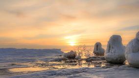 Παγωμένη αποβάθρα και ωκεάνια ανατολή πάγου Στοκ Φωτογραφία