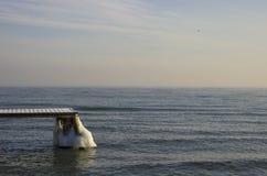 Παγωμένη αποβάθρα στη θάλασσα της Βαλτικής στην Πολωνία Στοκ Εικόνες