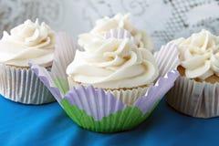 Παγωμένη βανίλια Cupcakes Στοκ Εικόνα