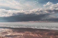 Παγωμένη θάλασσα κατά τη διάρκεια της κλίσης πάγου στην άνοιξη Στοκ εικόνα με δικαίωμα ελεύθερης χρήσης