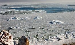 Παγωμένη θάλασσα στο Κόλπο του επιπλέοντος επιπλέοντος πάγου πάγου της Οδησσός Μαύρη Θάλασσα Στοκ Εικόνα