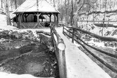 Παγωμένη ξύλινη γέφυρα Στοκ Εικόνες