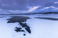 Παγωμένη παραλία στο εθνικό πάρκο Abisko, Σουηδία Στοκ Φωτογραφία
