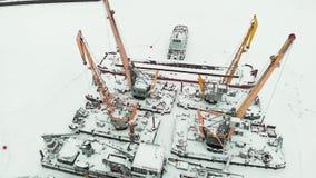 Παγωμένος θαλάσσιος λιμένας, χειμερινά αγκυροβόλια των σκαφών, copter βλαστός φιλμ μικρού μήκους
