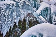 Παγωμένος καταρράκτης το χειμώνα Στοκ Εικόνες