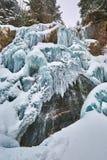 Παγωμένος καταρράκτης το χειμώνα Στοκ εικόνες με δικαίωμα ελεύθερης χρήσης
