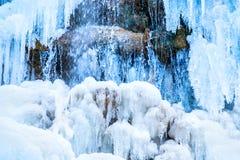 Παγωμένος καταρράκτης των μπλε παγακιών Στοκ εικόνες με δικαίωμα ελεύθερης χρήσης