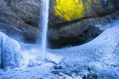 Παγωμένος καταρράκτης Latourell στο φαράγγι ποταμών της Κολούμπια Στοκ Φωτογραφία