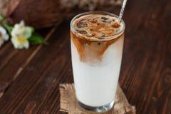 Παγωμένος καφές με το γάλα καρύδων στοκ εικόνα