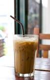 Παγωμένος καφές στον ξύλινο πίνακα Στοκ φωτογραφία με δικαίωμα ελεύθερης χρήσης