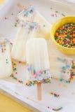 Παγωμένος popsicles με ψεκάζει Στοκ εικόνες με δικαίωμα ελεύθερης χρήσης
