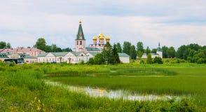 παγωμένος volotskiy χειμώνας ηλιοβασιλέματος της Ρωσίας περιοχών της Μόσχας μοναστηριών τοπίων λιμνών iosifo Στοκ φωτογραφία με δικαίωμα ελεύθερης χρήσης