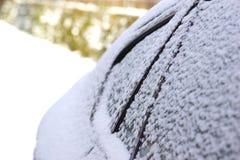 Παγωμένο αυτοκίνητο το χειμώνα στοκ φωτογραφία