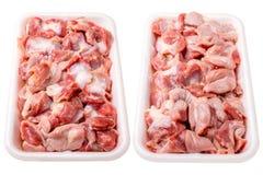 παγωμένο κοτόπουλο απομονωμένο στόμαχος πλαστικό ακατέργαστο λευκό πιάτων Απομονωμένος στο λευκό Στοκ Φωτογραφίες