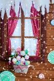 Παγωμένο παράθυρο με τη διακόσμηση Χριστουγέννων στοκ εικόνα