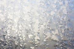 Παγωμένο παράθυρο στο χειμερινό υπόβαθρο Στοκ εικόνες με δικαίωμα ελεύθερης χρήσης