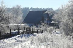 Παγωμένο πρωί στο χωριό Στοκ Φωτογραφίες