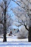 Παγωμένο πρωί στο χωριό Στοκ φωτογραφία με δικαίωμα ελεύθερης χρήσης