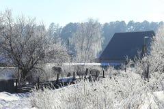 Παγωμένο πρωί στο χωριό Στοκ εικόνες με δικαίωμα ελεύθερης χρήσης