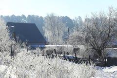 Παγωμένο πρωί στο χωριό Στοκ Εικόνες