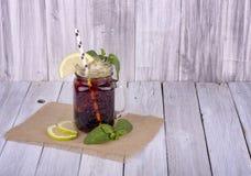 Παγωμένο τσάι με το λεμόνι & τη μέντα Στοκ Φωτογραφίες